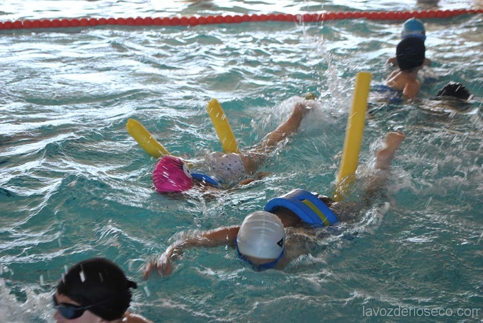 Alumnos de san vicente disfrutan de un d a en la piscina - Piscina san vicente ...