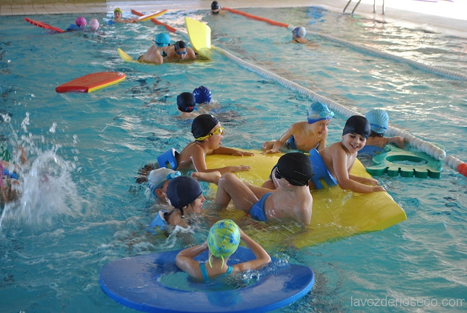 Alumnos de san vicente disfrutan de un d a en la piscina for Piscina san vicente