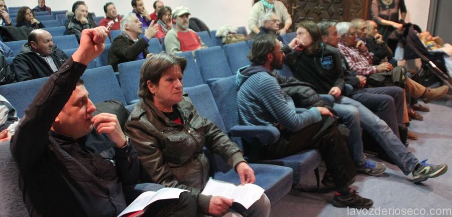 César de Obeso, a la izquierda, en la asamblea del pasado sábado.