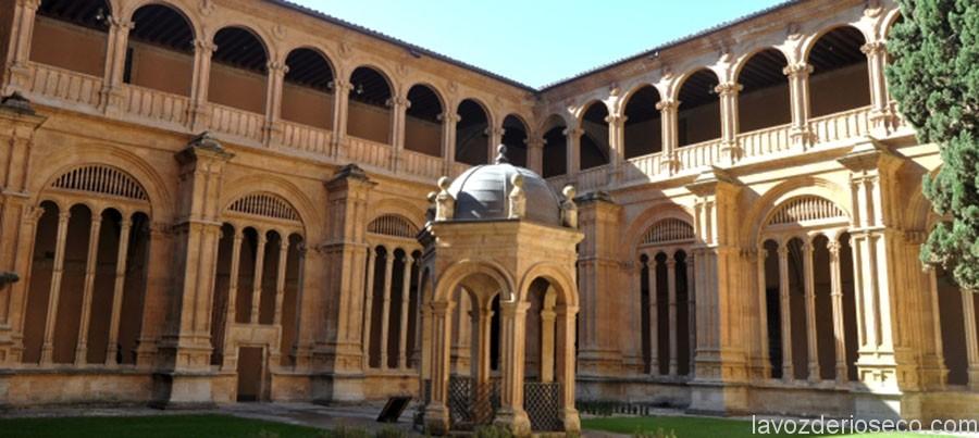 Salamanca. Convento de San Esteban. Claustro