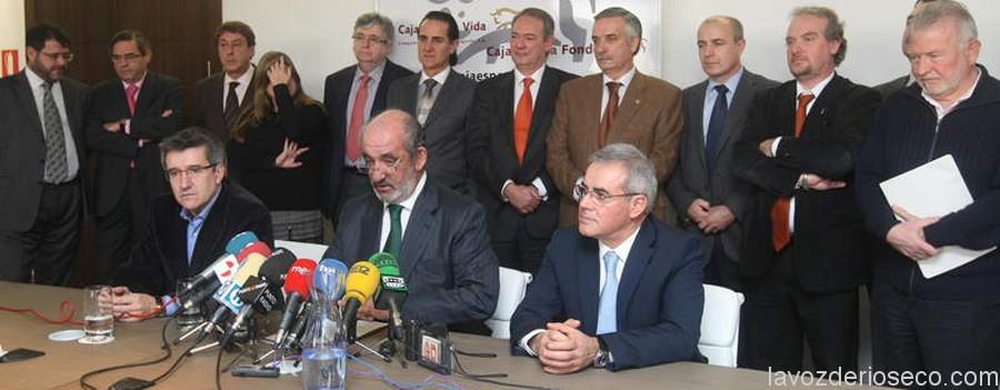 FRANCISCO FERNÁNDEZ, SANTOS LLAMAS Y JUAN ELICIO FIERRO, DURANTE EL CONSEJO DE CAJA ESPAÑA