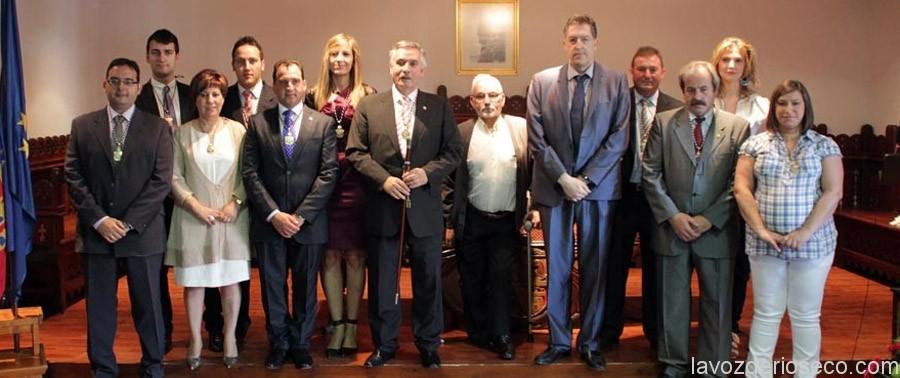 Foto de familia de la última corporación muncipal tras las elecciones de 2011.
