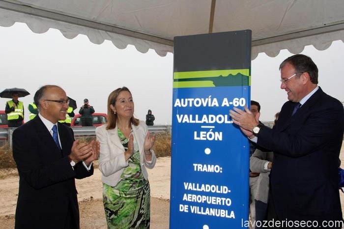 La ministra Ana Pastor, el anterior consejero de Fomento y delegado de Gobierno en la inauguración del tramo Villanubla-Valladolid de la A-60