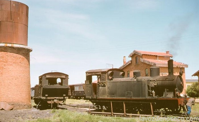 Locomotoras en la placa giratoria de la estación de arriba. 1965.