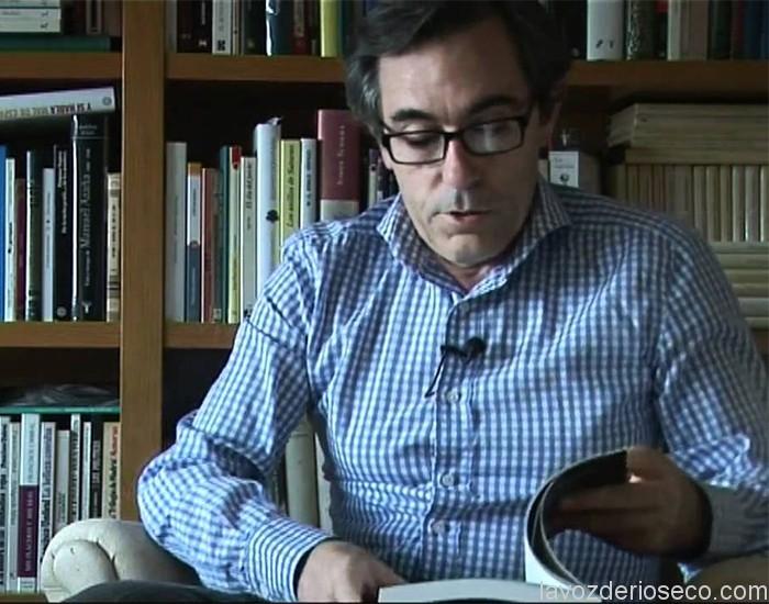 Fernando Pizarro en su rincón de lectura.