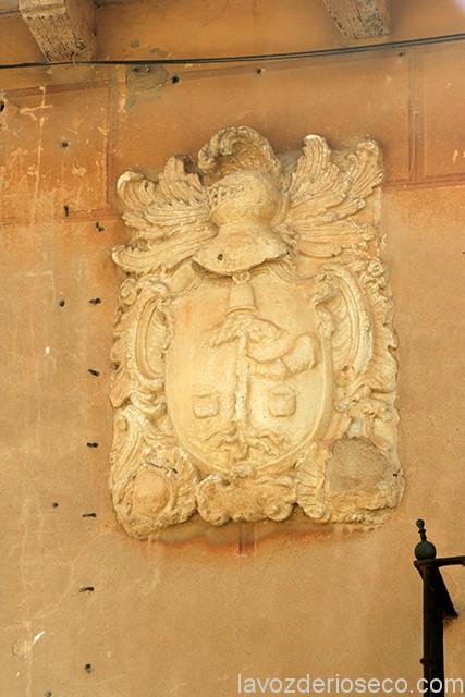Escudo de la casa de los Vicente, en la Calle Castilviejo