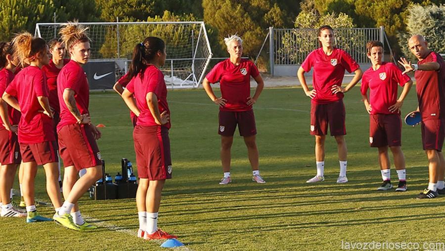 La riosecana (tercera por la derecha) en un entrenamiento.